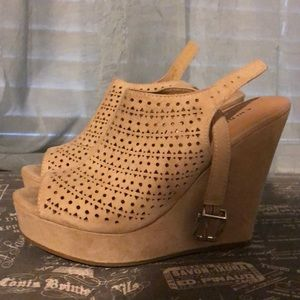 Cute Chinese Laundry wedges. Sz 7